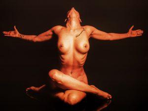 femme yoga nue